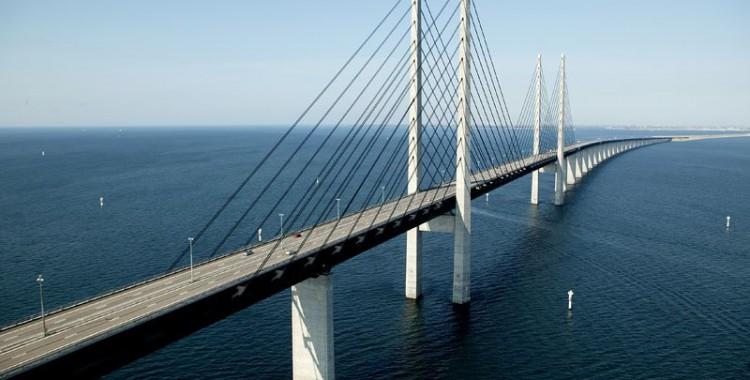 oresund-bridge-tunnel-connects-denmark-and-sweden-10