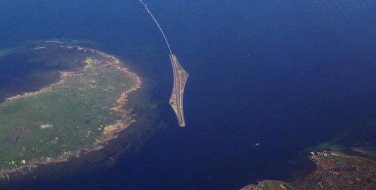 oresund-bridge-tunnel-connects-denmark-and-sweden-12