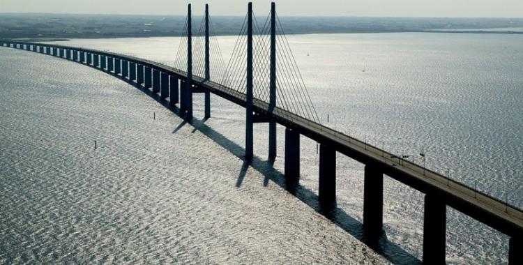 oresund-bridge-tunnel-connects-denmark-and-sweden-9