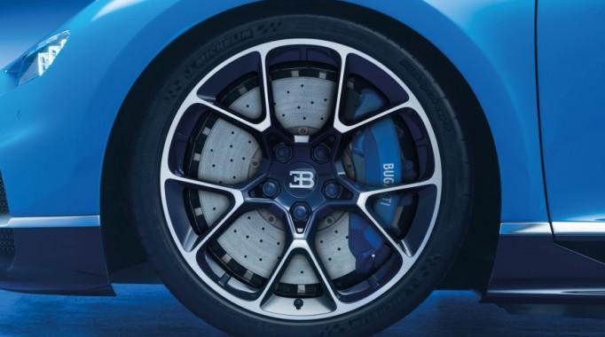 2017-Bugatti-Chiron-109-876×535