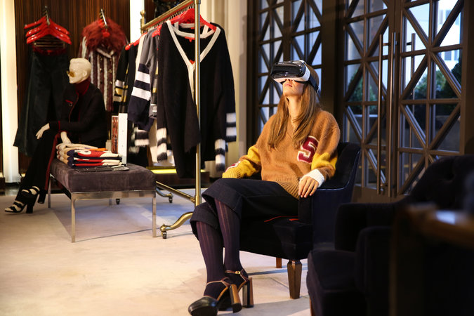 To capture the all-around image, Hilfiger worked with WeMakeVR, a start-up, which used a special 3-D camera to capture an image with no blind spots.